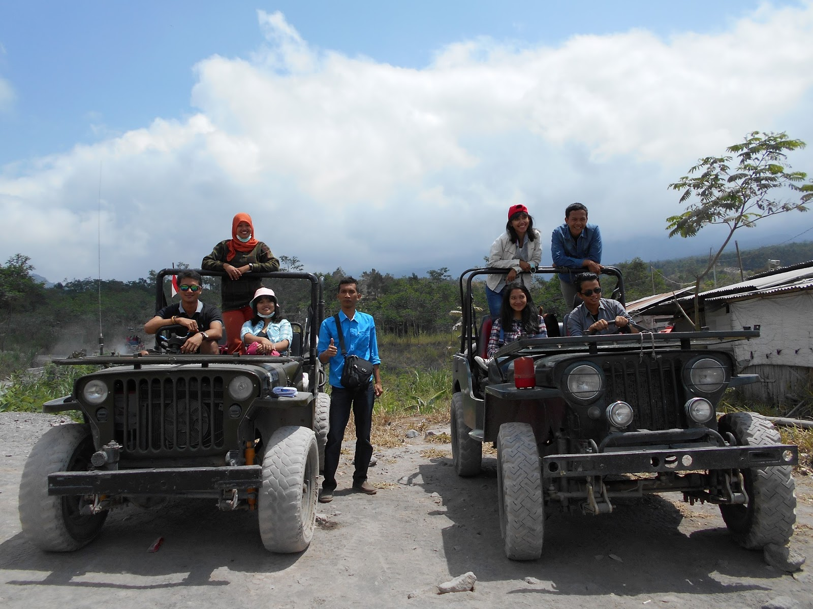 Dua Jeep-Paket Wisata Lava Tour Kaliadem-Sisa Hartaku